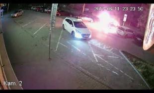 Ako sa v Žiline podpaľujú osobné autá? Kamera zachytila neznámeho páchateľa v akcii