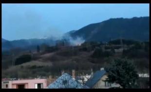 Aktuálne: Nad obcou Varín horí les, zasahujú takmer dve desiatky hasičov