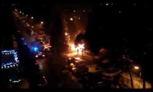Na Slovanskej ulici horí plastový kontajner