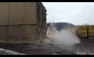 Video z búrania bytovky na Bratislavskej